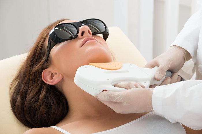 Acne clinic procedure