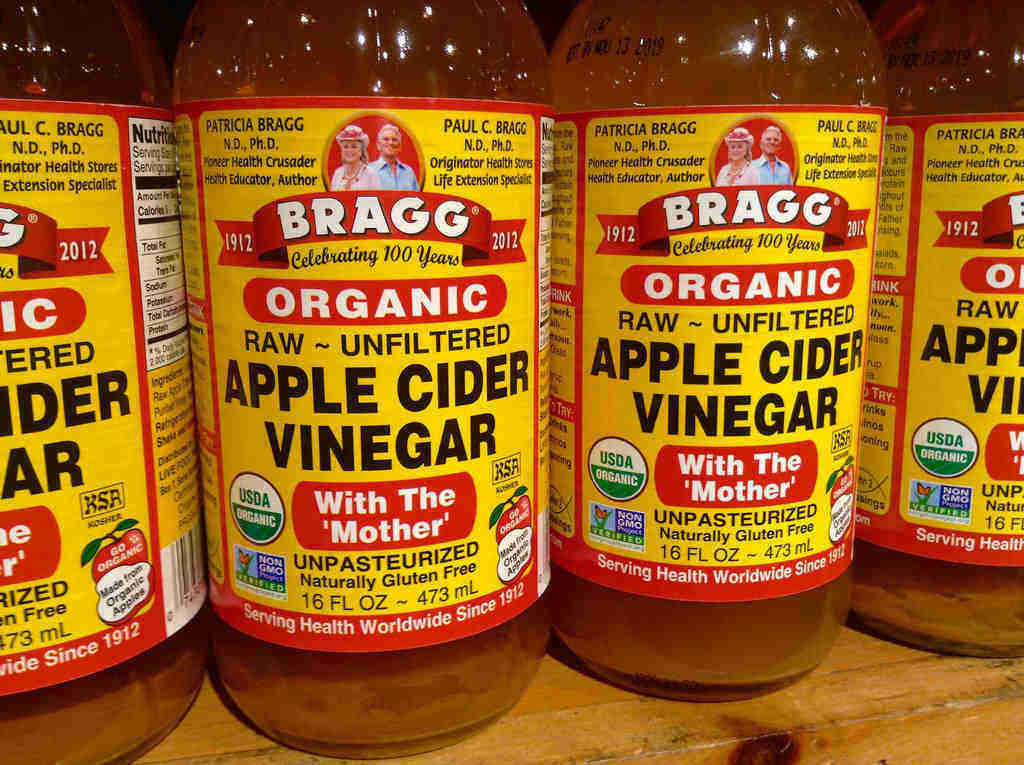 Use vinegar to prevent acne