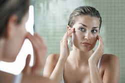 moisturizing your face helps to prevent acne