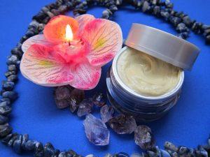 Skin cream with burning flower